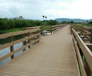找河道塑木地板就选绿华塑木