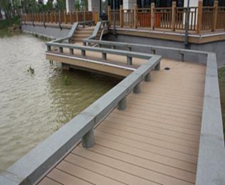 采购亲水平台塑木地板选绿华塑木