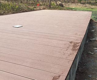 亳州市政公园选用绿华空心塑木地板150-35