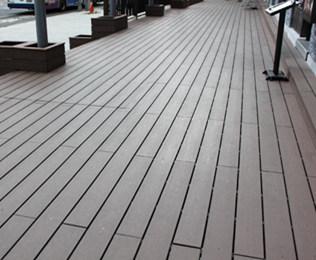 采购天津塑木地板选择绿华塑木